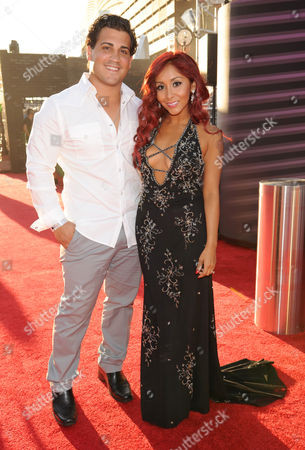 From left, Jionni LaValle and Nicole 'Snooki' Polizzi arrives at the MTV Video Music Awards, at the Barclays Center in the Brooklyn borough of New York