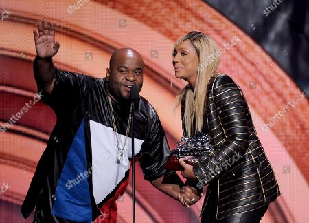 From left, Lashawn Daniels and Tamar Braxton accept the Ashford & Simpson Award for 'Love & War' onstage at the 2013 Soul Train Awards at the Orleans Arena on in Las Vegas