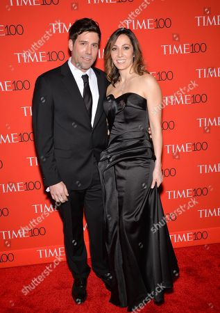 Computational Biologist Paradis Sabeti, right, and husband John Rinn attend the TIME 100 Gala, celebrating the 100 most influential people in the world, at the Frederick P. Rose Hall, Time Warner Center, in New York 的库存照片
