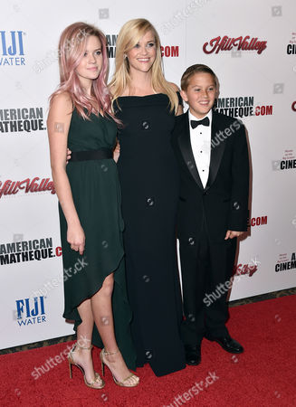 Honoree Reese Witherspoon, center, and her children Ava Elizabeth Phillippe, left, and Deacon Reese Phillippe, right, arrive at the 29th American Cinematheque Awards at the Hyatt Regency Century Plaza, in Los Angeles