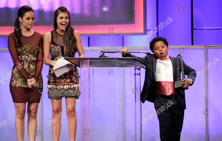 "Benjamin ""lil-P-Nut"" Flores Jr. accepts the award for best young actor/television for The Haunted Hathaways on stage at the 29th annual Imagen Awards at the Beverly Hilton Hotel, in Beverly Hills, Calif. Looking on from left Hayley Orrantia and Amber Montana"