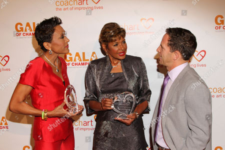 From left, honorees Robin Roberts, Sally-Ann Roberts and Jeremy Zimmer, CEO and co-founder of UTA, arrive at the CoachArt Gala of Champions in Beverly Hills, Calif. on