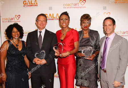 From left, Thyonne Gordon, honorees Jeremy Zimmer, CEO and co-founder of UTA, Robin Roberts, Sally-Ann Roberts and Zander Lurie, founder of CoachArt, arrive at the CoachArt Gala of Champions in Beverly Hills, Calif. on