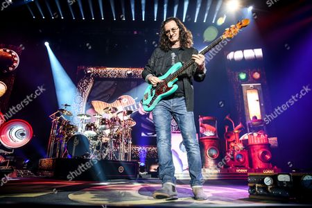 Neil Peart, left, and Geddy Lee of Rush perform during the final show of the R40 Tour at The Forum, in Los Angeles