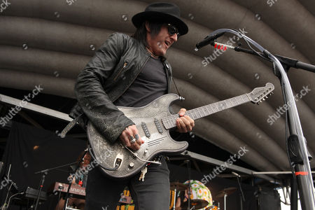 Richard Fortus of The Dead Daisies performs during the Rockstar Energy Drink Uproar Festival at the First Midwest Bank Amphitheatre, on in Tinley Park, IL