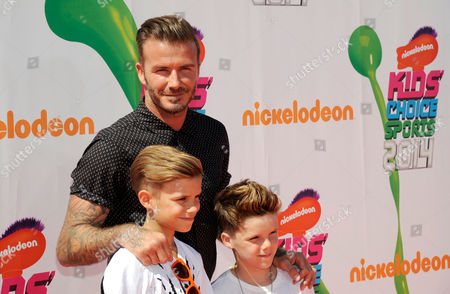 David Beckham, center, and his sons, from left, Romeo James Beckham and Cruz David Beckham arrive at the Kids' Choice Sports Awards at UCLA's Pauley Pavilion, in Los Angeles