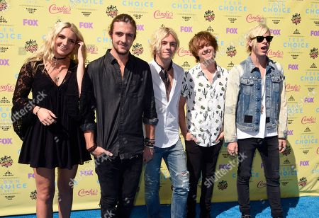Rydel Lynch, from left, Rocky Lynch, Ross Lynch, Ellington Ratliff and Riker Lynch arrive at the Teen Choice Awards at the Galen Center, in Los Angeles