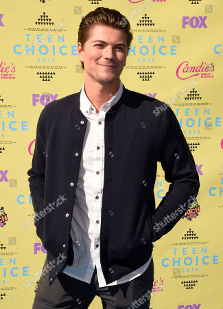 Amadeus Serafini arrives at the Teen Choice Awards at the Galen Center, in Los Angeles