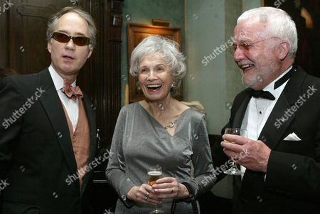 Alice Munro, center, speaks with writer Russell Banks, right, and Aldon James, National Arts Club President, at a reception at the National Arts Club, in New York, before Munro receives the National Arts Club's 37th Annual Medal of Honor for Literature