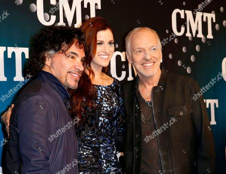 """John Oats, Cassedee Pope and Peter Frampton pose on the red carpet at the CMT """"Artists of the Year"""" at Bridgestone Arena, on in Nashville, Tenn"""
