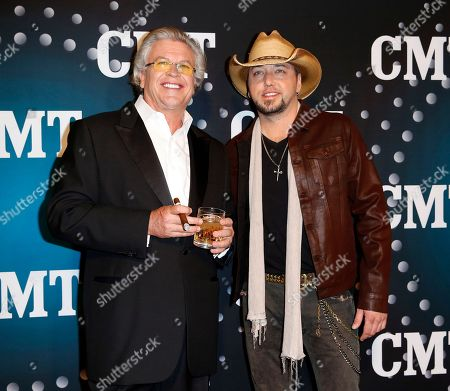 "Comedian Ron White, left, and Jason Aldean pose on the red carpet at the CMT ""Artists of the Year"" at Bridgestone Arena,, in Nashville, Tenn"