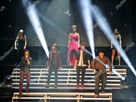 Josh Kaufman, Jake Worthington, Christina Grimmie, Kristen Merlin (Season 6 Top 4 respectively) Jake Barker (A season 6 favorite), Tessanne Chin, Jacquie Lee and Will Champlin (Season 5 Top 3, respectively) and Dia Frampton, the Season 1 runner up performing as part of The Voice Tour at Cobb Energy Centre, in Atlanta