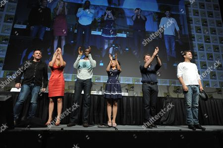 "J.H. Wyman, Anna Torv, Lance Reddick, Jasika Nicole, John Noble and Joshua Jackson take a final bow at the ""Fringe"" screening and panel at Comic-Con on in San Diego, Calif"