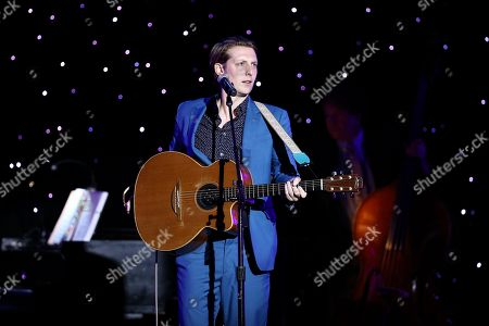 Eric Hutchinson performs on stage at the 2015 Operation Smile Gala held at The Beverly Wilshire, in Beverly Hills, Calif