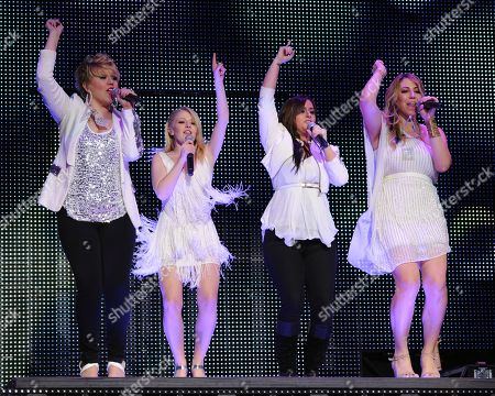 AUGUST 03: (L-R) Erika Van Pelt,Hollie Cavanagh,Skylar Laine and Elise Testone perform during American Idols Live at BankAtlantic Center on in Sunrise, Florida