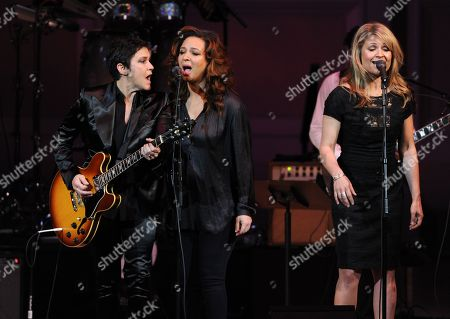 """Musician Wendy Melvoin, left, performs with Maya Rudolph and Gretchen Lieberum at """"The Music of Prince"""" tribute concert at Carnegie Hall on in New York"""