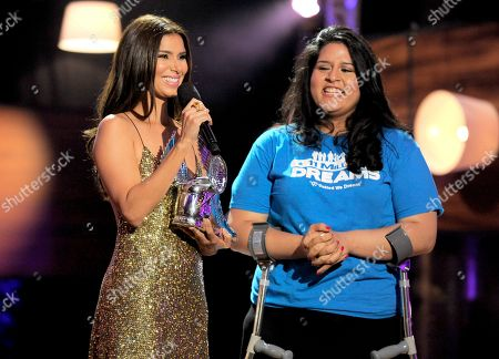 Roselyn Sanchez, left, presents an award to Lorella Praeli, of United We Dream, at the Do Something Awards at the Avalon, in Los Angeles