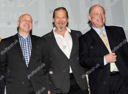 """Restaurateur and executive producer, Tom Colicchio, left, actor and End Hunger Network founder, Jeff Bridges, and Share Our Strength founder and CEO, Bill Shore pose together before a news conference for the film """"A Place At The Table"""" at the Crosby Street hotel on in New York"""