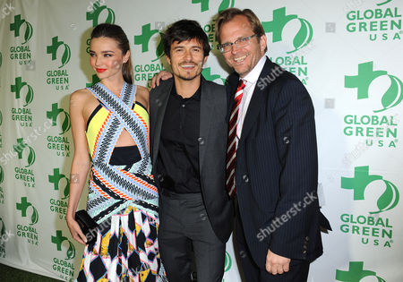 From left, Miranda Kerr, Orlando Bloom and Global Green CEO Matt Petersen arrive at Global Green USA's 10th Annual Pre-Oscar Party at the Avalon, on in Los Angeles
