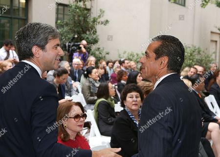 From left, Michael Govan, CEO and Wallis Annenberg Director, Los Angeles County Museum of Art and Antonio R. Villaraigosa, Los Angeles Mayor talk during the press conference to announce the economic impact of Pacific Standard Time: Art In L.A., 1945-1980 on in Los Angeles, Calif