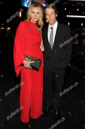 Julia Roberts, left, and Danny Moder pose in the audience at the Television Academy's Creative Arts Emmy Awards at the Nokia Theater L.A. LIVE, in Los Angeles