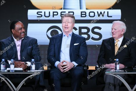 "Sportscasters James Brown, from left, Phil Simms and Jack Whitaker participate in the ""CBS Sports"" panel at the CBS 2016 Winter TCA, in Pasadena, Calif"