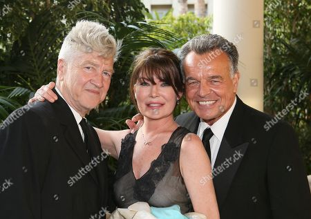 From left, artist David Lynch, actress Lara Flynn Boyle and actor Ray Wise pose as the Orange County Museum of Art honors legendary Filmmaker and Visual Artist David Lynch during the 2013 Art of Dining held at the Balboa Bay Resort, in Newport Beach, Calif