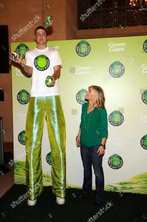 Allison Sweeney, TV host and mom, right and stilt walker Michael Schruefer attend the Green Giant event, One Giant Pledge, on in New York. One Giant Pledge invites families to take a fun and simple oath to eat one more vegetable a day