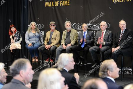 Madison Square Garden 2015 Walk of Fame Inductees, from left, Reya Hart and Trixie Garcia, representing their fathers Mickey Hart and Jerry Garcia, Bill Kreutzmann, Bob Weir, George Kalinsky, Eddie Giacomin and Harry Gallatin, in New York