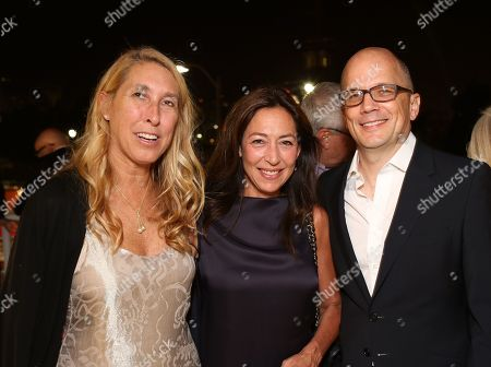 From left, Lisa Phillips, Shaun Regen and architect Michael Maltzan pose during the reception for the inaugural exhibition at Regen Projects' new Hollywood gallery, in Los Angeles, Calif