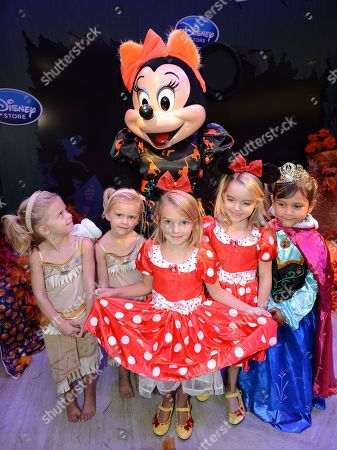Mia Talerico, center, Baylie Cregut, Rylie Cregut, McKenna Grace and Luna Marie pose with Minnie Mouse at Disney Storeâ?™s Halloween BOOtique Party, in Glendale, CA