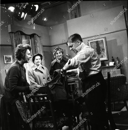Noel Dyson (as Ida Barlow), Daphne Oxenford (as Esther Hayes), Betty Alberge (as Florrie Lindley) and Frank Pemberton (as Frank Barlow)
