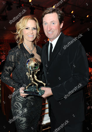 Janet Jones, left, and Wayne Gretzky accept the Alfred Mann Foundation award for innovation and inspiration at the 10th annual Alfred Mann Foundation Gala, in Beverly Hills, Calif