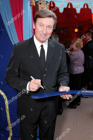Wayne Gretzky attends the 10th annual Alfred Mann Foundation Gala, in Beverly Hills, Calif
