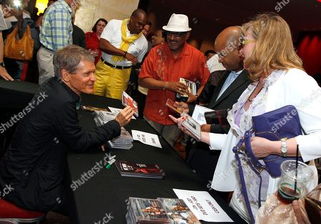 Jazz superstars David Sanborn and Jonathan Butler performed at the Cobb Energy Center as part of the Atlanta Jazz Roots Concert Series on in Atlanta. After his set, David Sanborn met fans and autographed his CDs