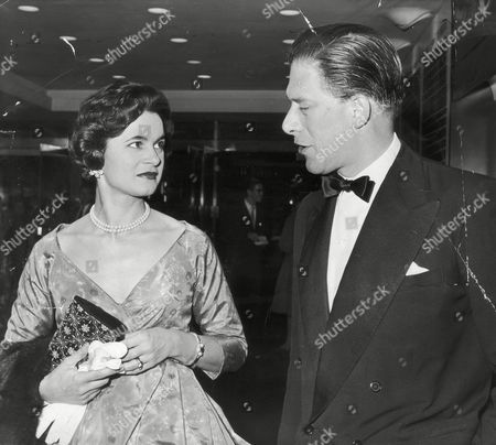 Picture Shows The 7th Earl Of Harewood And Fiancee Marion Stein. She Became His Wife Countess Of Harewood On 29/9/1949 They Divorced In April 1967. (married Jeremy Thorpe 3/1973) At Premiere Of 'anatomy Of A Murder' Columbia Theatre. He Is A Cousin Of The Queen His Mother Was Mary The Princess Royal. (filed In Main Library Lp-3f)
