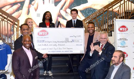 """Actor Anthony Anderson and footwear retailer WSS present a $250,000 check to the LA County Alliance for Boys & Girls Clubs to reaffirm WSS' commitment to local youth (L-R) Chris Spencer, Councilman Gil Cedillo, LA County Alliance for Boys & Girls Clubs Executive Director Mary Hewitt, two """"Youth of the Year"""" members, Actor Anthony Anderson, WSS President Mark Archer, and WSS Founder Eric Alon on in Los Angeles"""