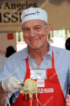 Stephen Collins participates in the LA Mission give Thanksgiving meals for the homeless on in Los Angeles