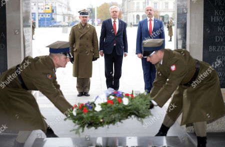 Britain's Secretary of State for Exiting the European Union David Davis (2-L) and British Ambassador to Poland Jonathan Knott (L) lay wreath at the Tomb of the Unknown Soldier at the Jozef Pilsudski Square in Warsaw, Poland, 08 November 2017. David Davis and British International Trade Minister Greg Hands will meet with Polish government officials in Warsaw to help break the stalemate in Brexit negotiations.
