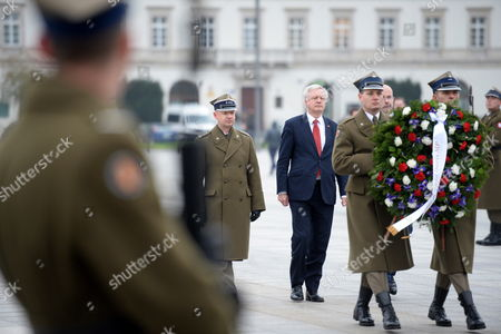 Britain's Secretary of State for Exiting the European Union David Davis lays wreath at the Tomb of the Unknown Soldier at the Jozef Pilsudski Square in Warsaw, Poland, 08 November 2017. David Davis and British International Trade Minister Greg Hands will meet with Polish government officials in Warsaw to help break the stalemate in Brexit negotiations.