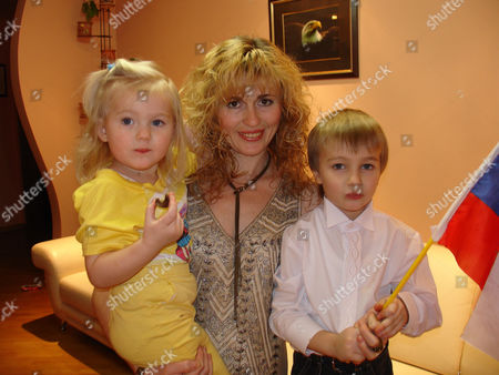 Svetlana Kapanina and children, Essenia (4) and Peresyet (6)