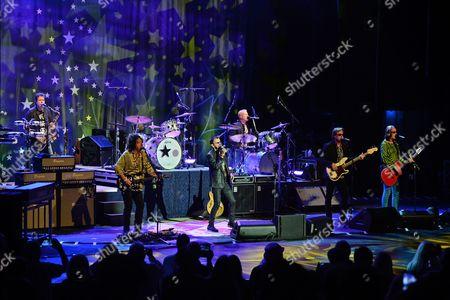 Warren Ham, Steve Lukather, Gregg Bissonette, Ringo Starr, Richard Page, Todd Rundgren