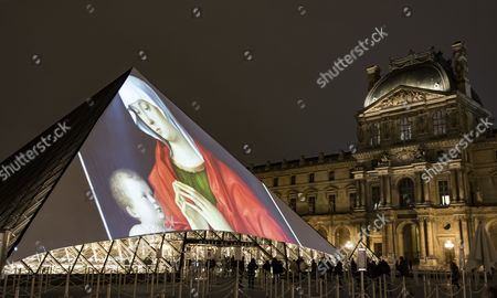 Images of the new Abu Dhabi Louvre museum and its exhibited artworks are projected onto the Louvre Pyramid in Paris, France, 08 November 2017. A 9-minute long projection of images of the new Abu Dhabi museum's architecture, as well as examples of artwork from its exhibits were projected onto the famous glass pyramid by French architect Jean Nouvel, who also designed the Louvre Abu Dhabi, in a promotional initiative running from 08 to 12 November 2017.