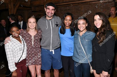 """Members of the """"Final Five"""" Rio Olympics gold medal-winning U.S. Gymnastics team, from left, Simone Biles, Madison Kocian, Gabby Douglas, Laurie Hernandez and Aly Raisman pose with """"Hamilton"""" star Javier Muñoz after attending the performance at the Richard Rogers Theatre, in New York"""