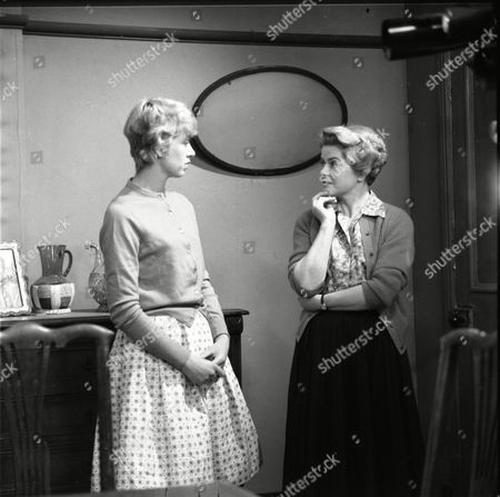 Renny Lister (as Jean Stark) and Daphne Oxenford (as Esther Hayes)