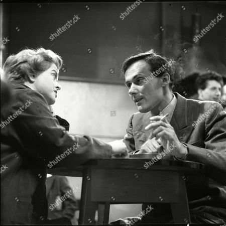 Daphne Oxenford (as Esther Hayes) and Dudley Foster (as Tom Hayes)
