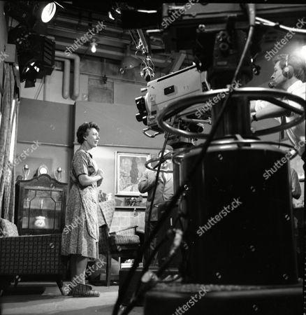 Noel Dyson (as Ida Barlow)