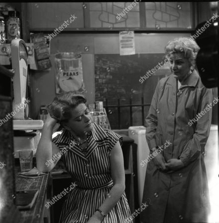 Daphne Oxenford (as Esther Hayes) and Betty Alberge (as Florrie Lindley)