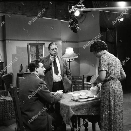 Bryan Mosley (as Alf Roberts), Frank Pemberton (as Frank Barlow) and Noel Dyson (as Ida Barlow)