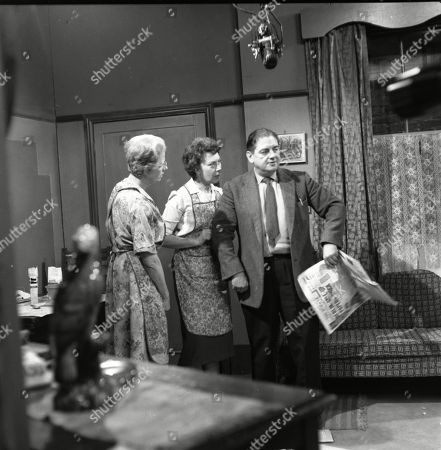Norah Hammond (as Nancy Leathers), Noel Dyson (as Ida Barlow) and Frank Pemberton (as Frank Barlow)